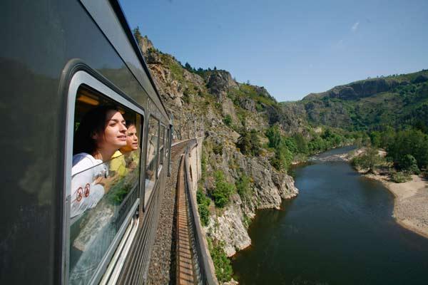 Le train touristique des Gorges de l'Allier relie Langeac (Haute-Loire) à Langogne (Lozère).