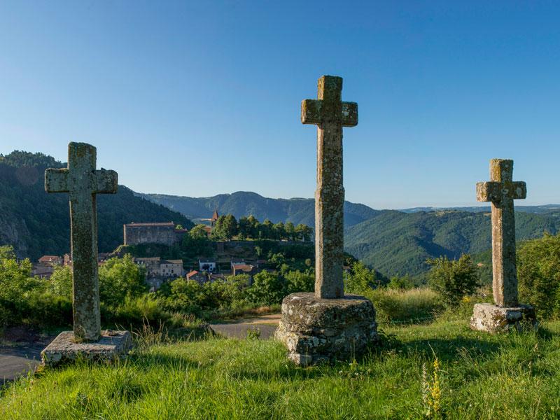 Un site casadéen est un élément architectural ou paysager dépendant de la Chaise-Dieu.