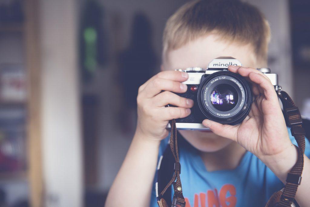 enfant-appareil-photo