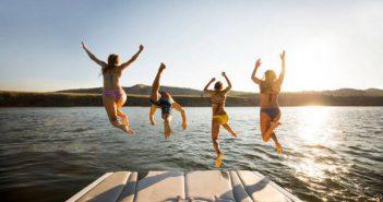 croisiere-voyage-bateau-partir-amis-ete-soleil-mer