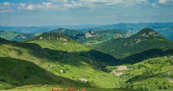 Paysage d'Auvergne, vallées fleuries