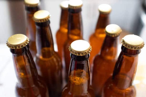 Plusieurs bouteilles de bière