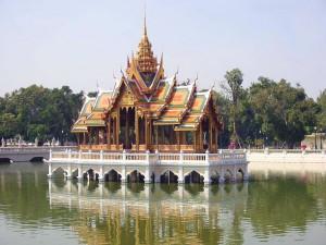 Le « pavillon flottant » du palais royal de Bang Pa-In.