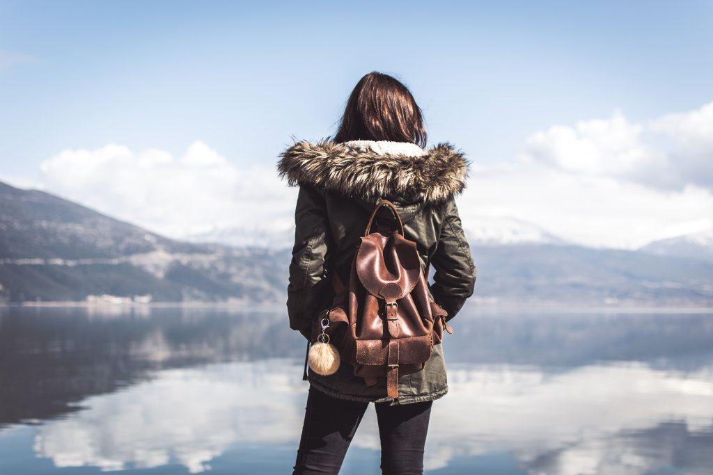 randonnée au bord d'un lac