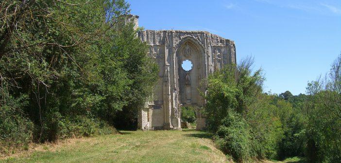 Collégiale d'un château du Moyen-Âge en Touraine
